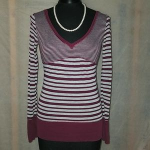 Day trip gray burgandy stripe top small